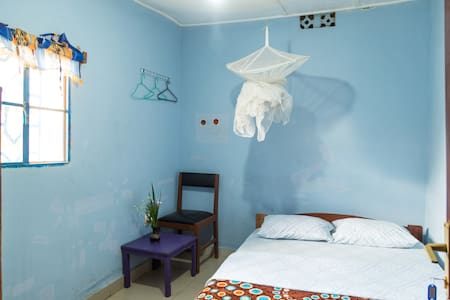 Colours Room3 Free Breakfast & wifi - Kigali, Kigali City, RW - Bed & Breakfast