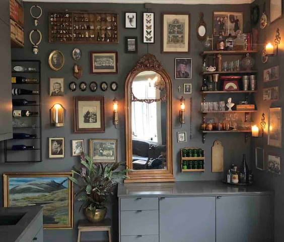 City centre, charming, eclectic historic apartment
