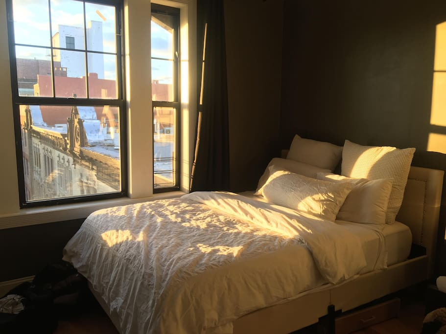 Stylish Bedroom 16 Min From Times Square Apartments