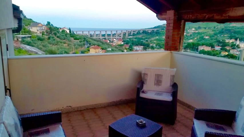 Attic with terrace, Imperia - Imperia - Huoneisto