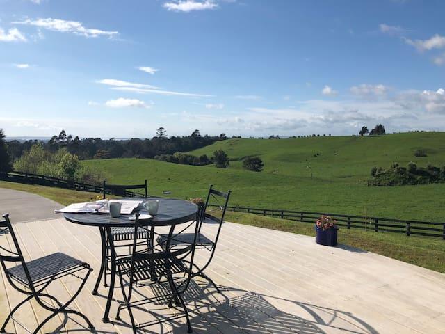 Katikati House - relaxing country retreat