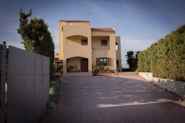 Villa Foinikia