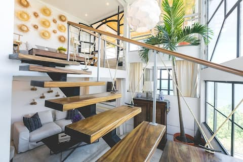 Luxurious 2bd/1ba Loft close to Pana with hot tub