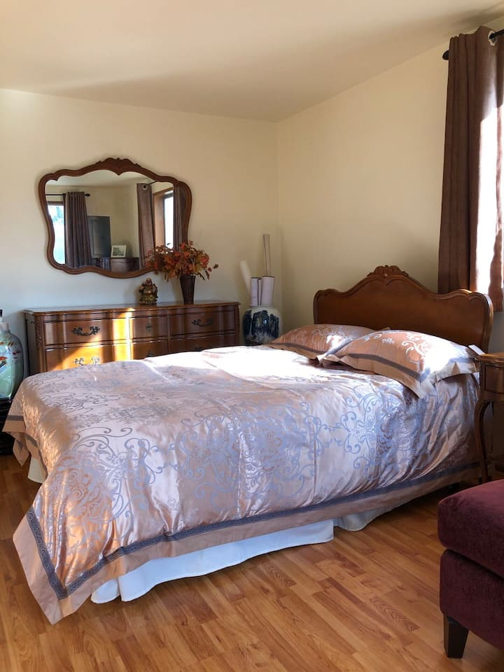 Clean Private Comfortable Near Light Rail Room 6