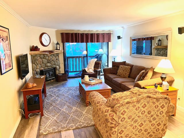 Relax and enjoy your vacation in the comfortable and cozy family room.