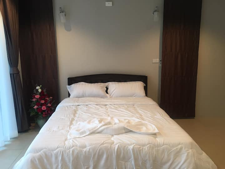 Queen Room with Terrace for 2 people in Maerim