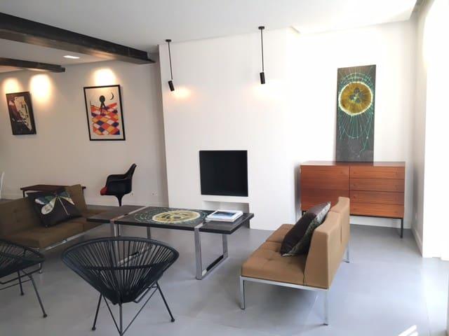 Grand appartement 105 m2 design au coeur de Paris - París - Bed & Breakfast