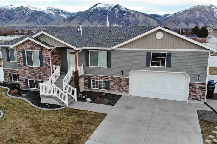 Pet-Free Mechanic Themed Nibley Home