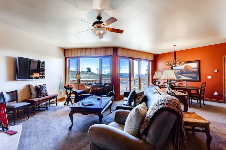 Luxury Ski-In/Out Condo w/Free WiFi, Fireplace, W/D, Shared Pool, Hot Tub, Grill