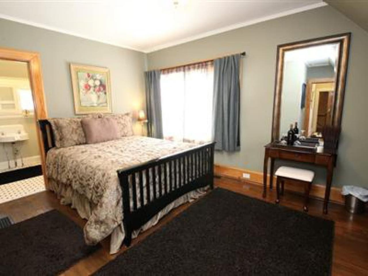 The Baron Room Features Pillow Top Queen Size Bed, LCD TV, Free WIFI.