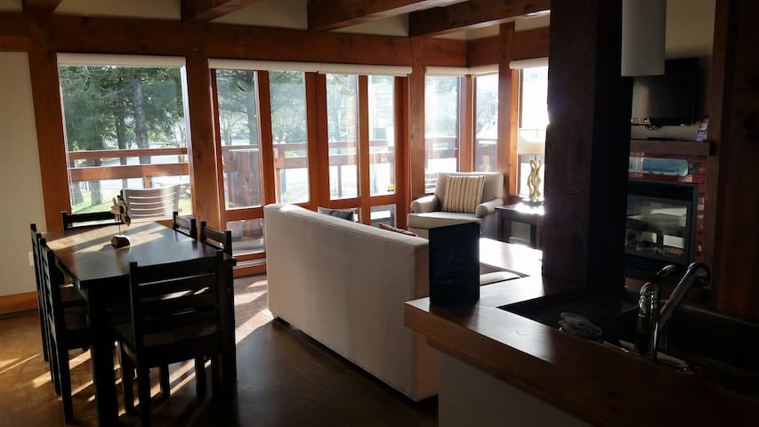 Absolute at Whiskey Landing (Ocean View Suite) - Ucluelet - Selveierleilighet
