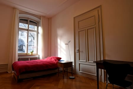 Room in a historical neighborhood - Saint Gallen - Apartament