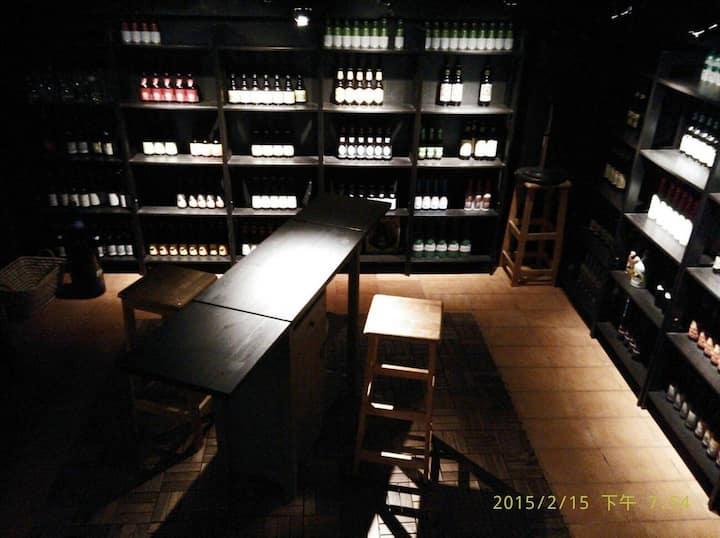 Cool beer cellar in Ximen 酒窖在西門