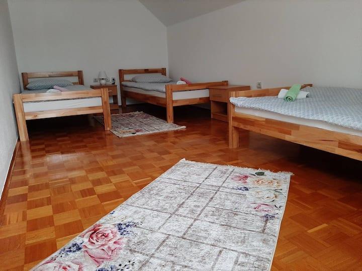 Apartmani i sobe Lara 3