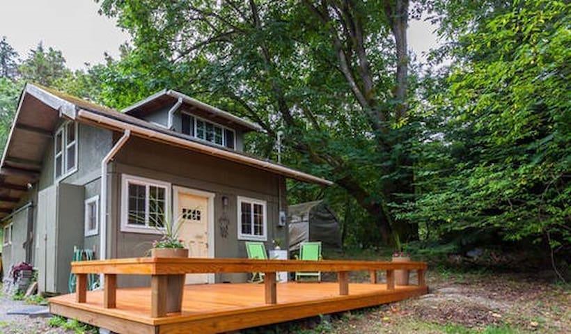 Woodland Artist's Retreat near Point Robinson - Vashon - Cabin