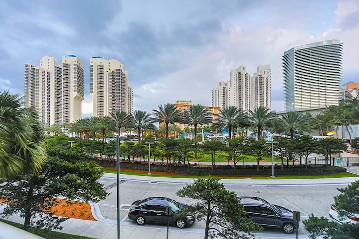 COZY APARTMENT IN THE HEART OF SUNNY ISLES