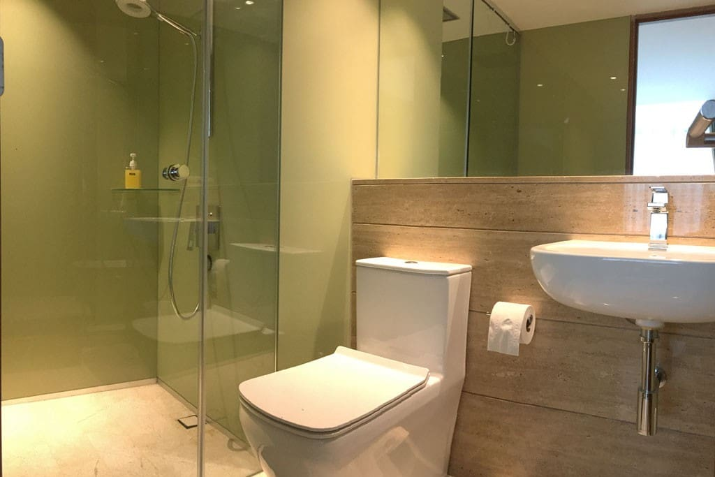 Master bedroom's bathroom / en-suite.