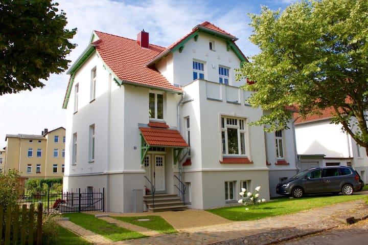 """Wohnung """"Rosenblüte"""" - Ostsee, Kultur & Bäderbahn"""