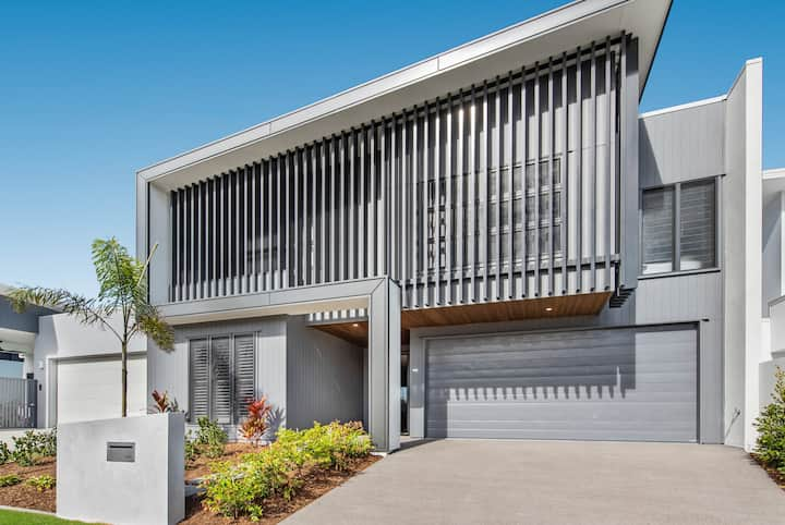 Gorgeous Brand New Luxe Beachside Home