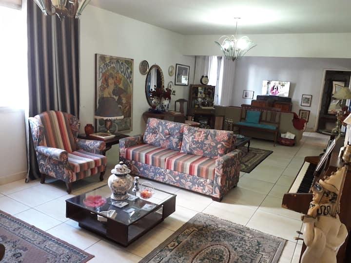 Conforto e ótima localização quarto em apartamento
