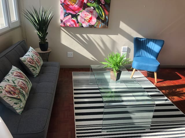 Spacious Apartment In Vibrant Cape Town Centre