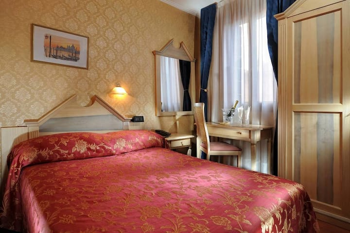 HOTEL TINTORETTO, FRENCH ECONOMY ANNEX