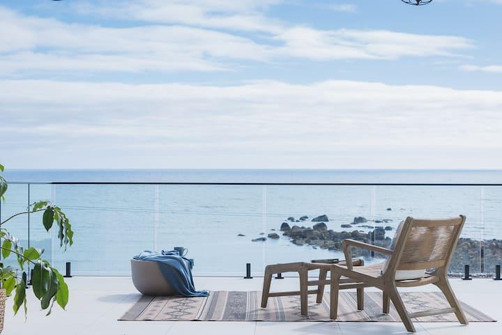 Absolute beach front-Luxe! Penguin, Tasmaina