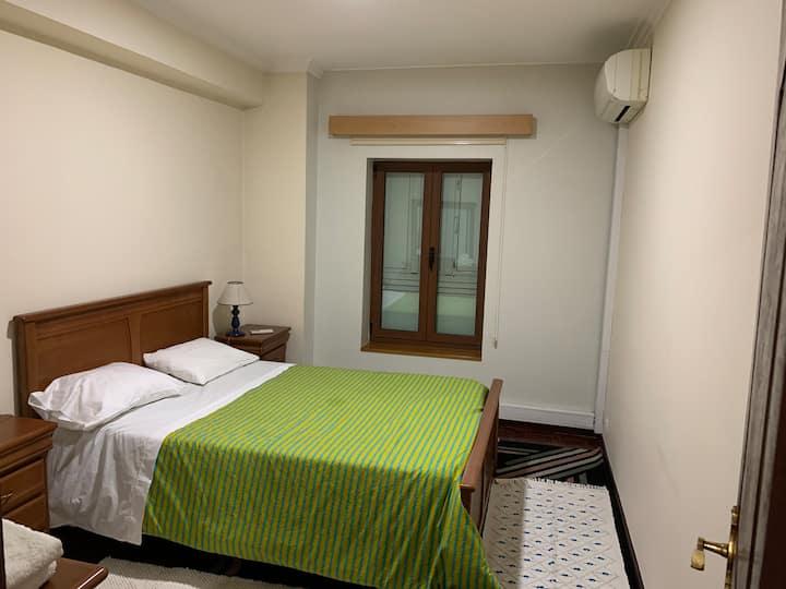 Bedroom with private  bathroom para peregrinos