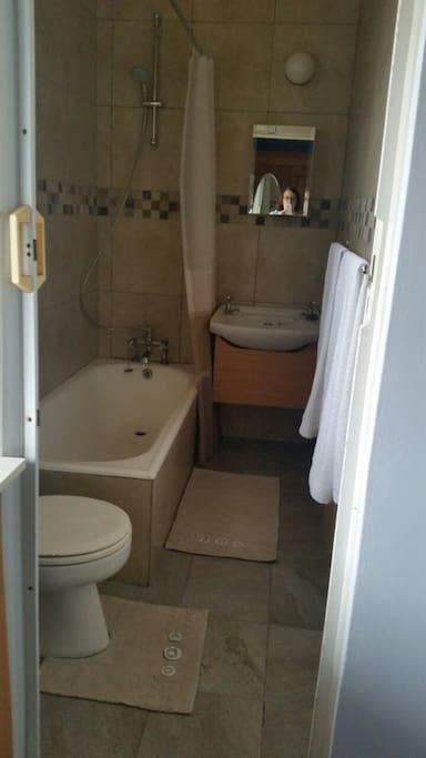 En-suite Bathroom Bath/Shower, Toilet and Basin