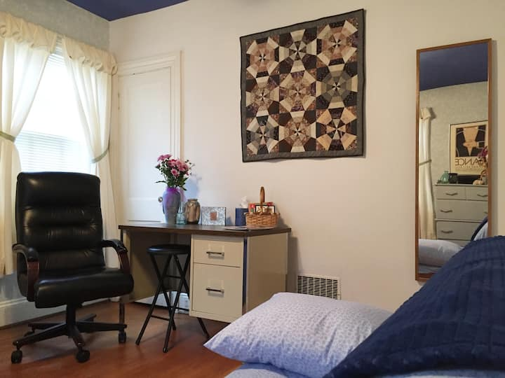 Peaceful, warm room in the heart of Northside