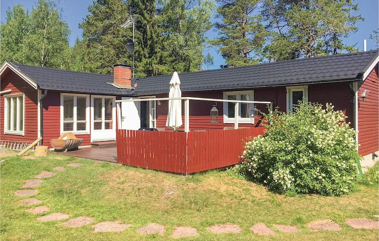 Holiday cottage with 2 bedrooms on 77m² in Grisslehamn
