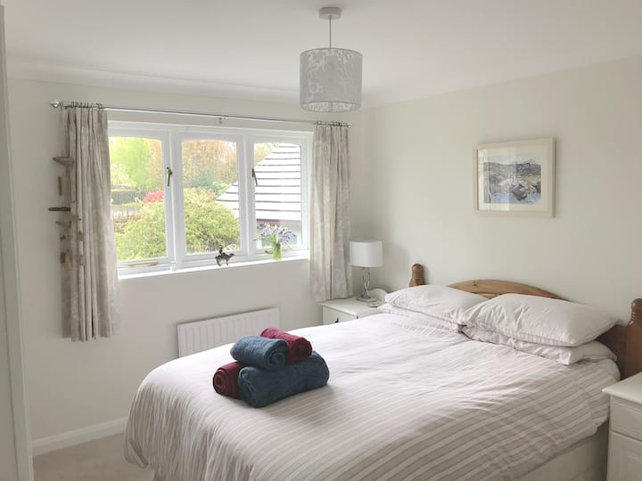 Room available in quiet house in Bovey Tracey