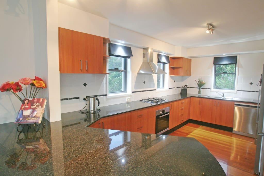 Kitchen. Dishwasher.