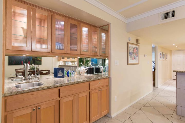 The wet bar in the dining area