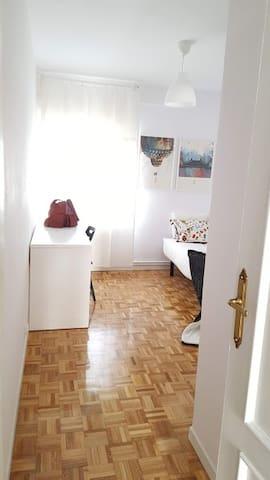 Room - blue   Foto from the door