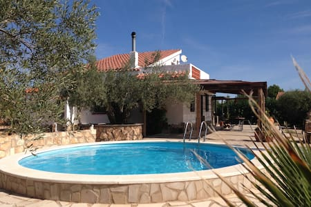 House with seaview airco wifi pool - L'Ampolla - Cabane