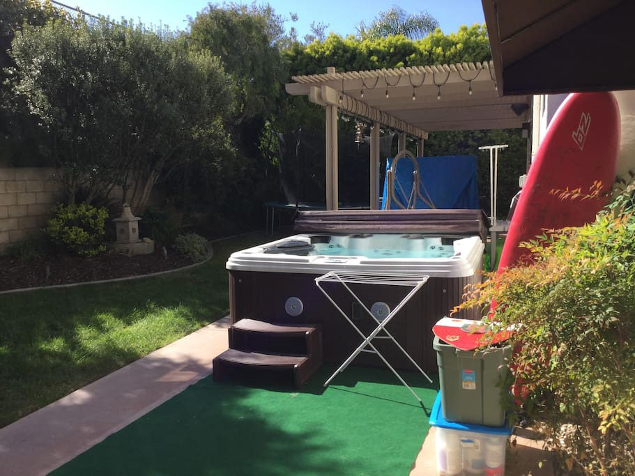 Secluded backyard with hot tub & BBQ