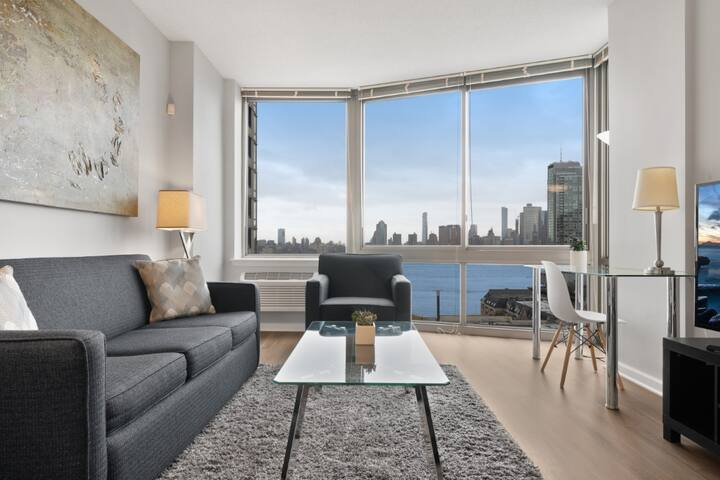 Luxe 1BR | Business Center | Near Path by GLS