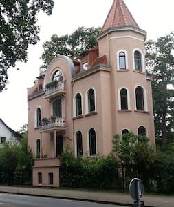 Wohnung in Jugendstilvilla in Messenähe - Hannover - Apartemen
