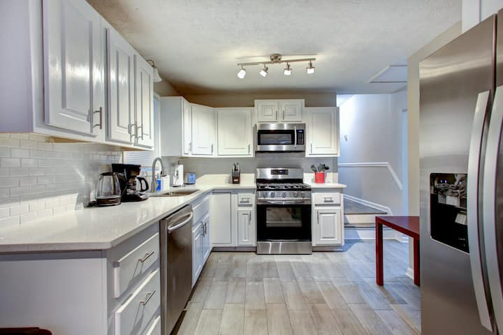 Luxury convenience 1.7 miles to Downtown Woodstock