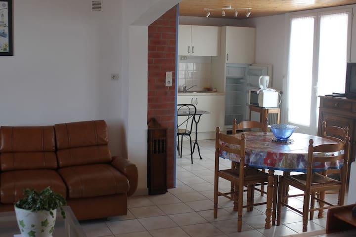 etape au centre de l'ile idealement situe - La Guérinière - Apartment