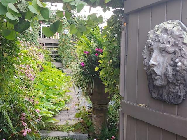 The Secret Garden. -  1 mile from I 26!