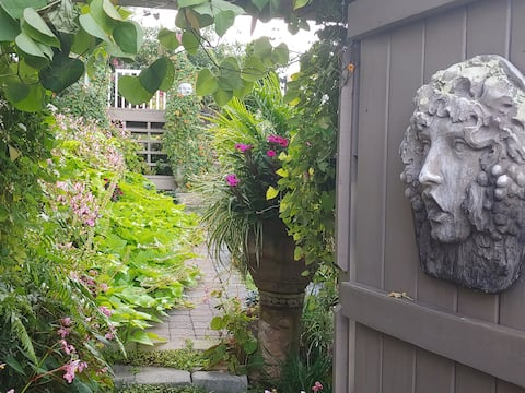 The Secret Garden. -  1 mile from I 26!