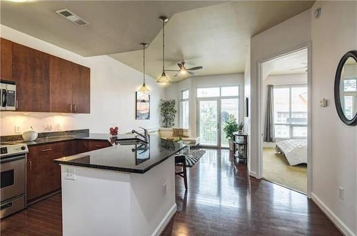 Atlanta condo, great location near food and fun