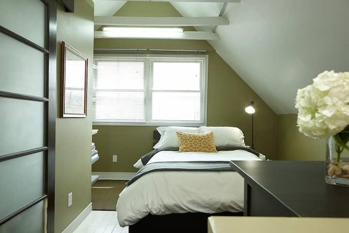 Cozy Modern Loft