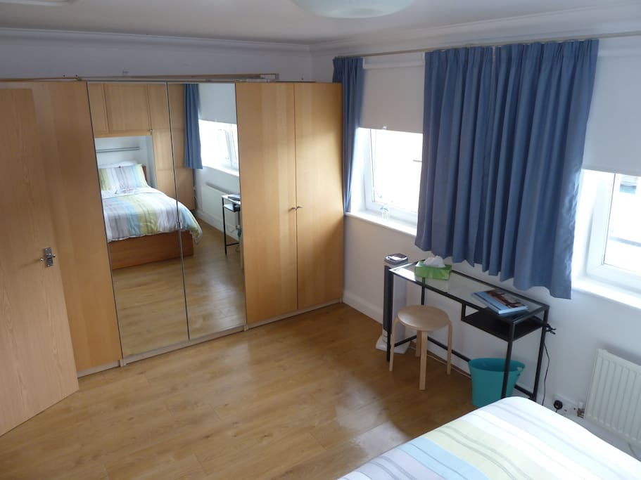 A large spacious bedroom with desk