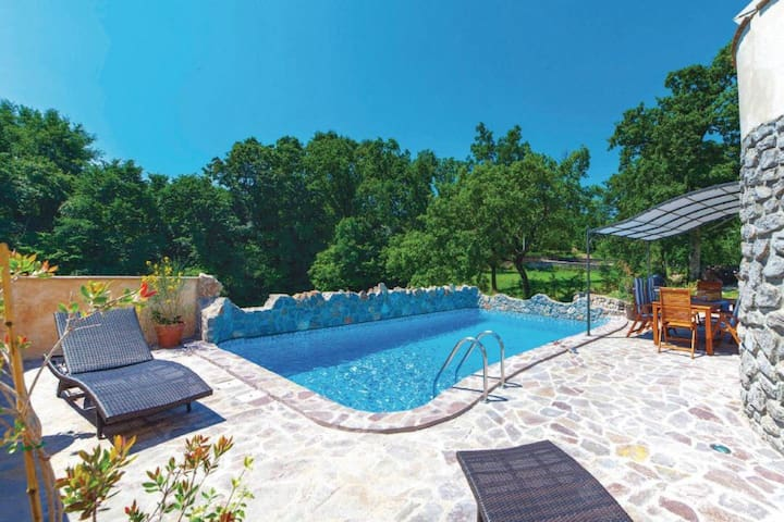 Pool Villa, 10 minutes from center