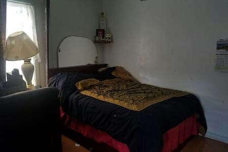 Clean Private 1st Floor COZY - Elmont - Ház