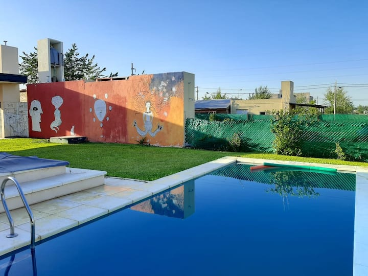 Casa en Roldán con parrilla, pileta y gran galería