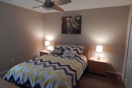 Home 4 Medical Professionals- Poinciana Medical C. - House